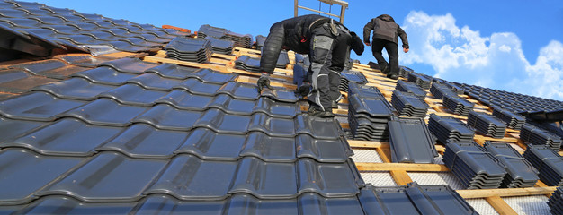 Roofer tiling a new roof