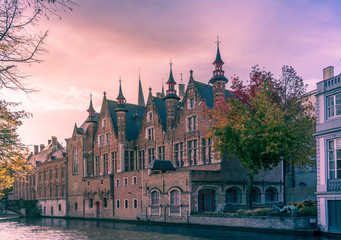 Foto auf Leinwand Brugge Old buildings on canal in Brugges, Belgium.