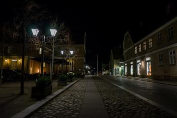 Autocollant pour porte Cracovie Street at night in Christiansfeld, Denmark