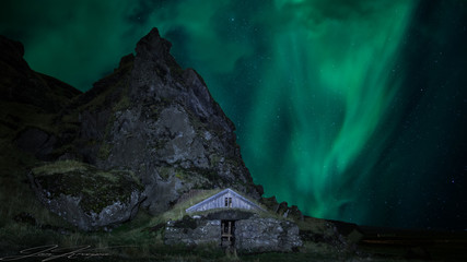 Fototapete - house and northernlights
