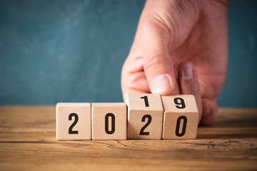 hand flipping cubes with year 2019 to 2020