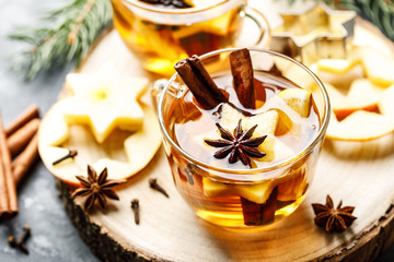 Fotorolgordijn Thee Hot drink for New Year, Christmas or autumn holidays. Mulled cider or spiced tea or mulled white wine with lemon, apples, cinnamon, anise, cloves.