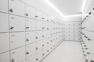 コインロッカー  White and cool contemporary coin locker