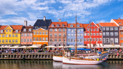 Photo sur Plexiglas Cappuccino Colorful buildings of Nyhavn in Copenhagen, Denmark