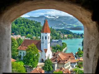 Eglise de ville, vue depuis le château, à Thun, Suisse