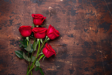 Red rose flowers bouquet on wooden background Valentine's day greeting card Copy space Top view - Image