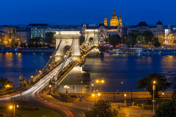Budapest chain bridge in dusk with traffic lights