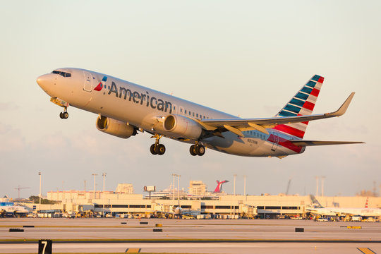 Fort Lauderdale, USA - December 2, 2016: American Airlines Boeing 737 landing at the Fort Lauderdale/Hollywood International Airport.