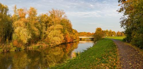 Herbststimmung am Fluß Nidda in Frankfurt am Main