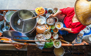 Foto op Aluminium Eten Top view old woman cooking Thai noodle soup Tom Yam style on Thai tradition boat in local floating market, Famous traditional Thai street food for tourist people travel Bangkok Thailand, Tasty Asia