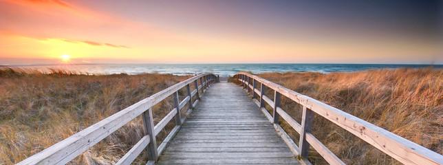 Foto auf Leinwand Cappuccino an der Küste zwischen den Dünen