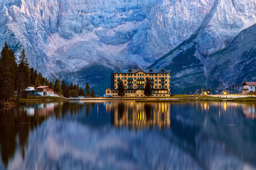 Lake Misurina in the Italian Dolomites reflecting in the lake and above it rises mountains. Fototapete