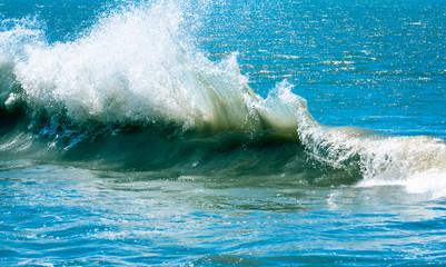 Ocean waves splattering in natural sunlight