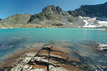 Wall Mural - Wild russian nature. Beautiful landscape with emerald lake in the mountains. Lake with clear turquoise water in the mountains. Traveling in the Altai Republic. Tourism in Russia. Siberian lake.