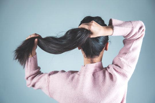 woman tie hair