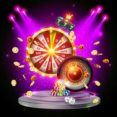วงล้อแห่งโชคลาภรูเล็ตสล็อตแมชชีนสว่างไสวด้วยไฟฉายบนแท่นที่ล้อมรอบด้วยเหรียญที่บินได้และชิปสำหรับเล่น