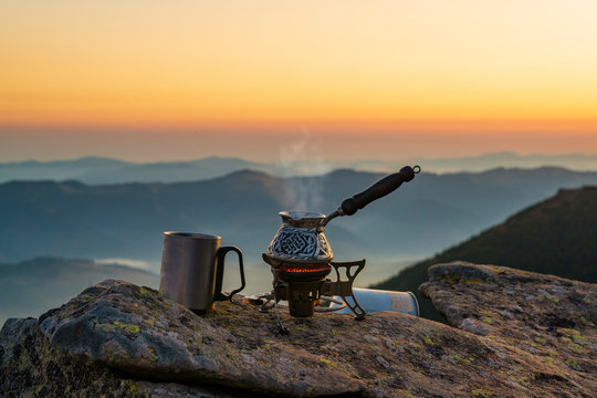 Cooking Turkish coffee high in the mountains