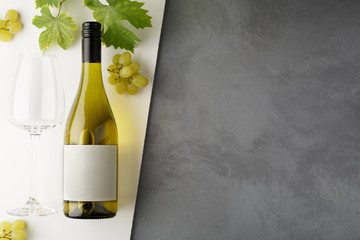 Spoed Foto op Canvas Wijn Bottle of white wine with label. Glass of wine and grape. Wine bottle mockup.