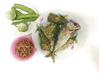 Obraz Rice topped with Shrimp-paste sauce/ Fried mackarel with shrimp-paste sauce, Shrimp Paste Chilli Sauce (Nam Prik Ka Pi) serve with Fried Mackerel Cha-OM-plated egg and vegetable set, Thai Style Food, - fototapety do salonu