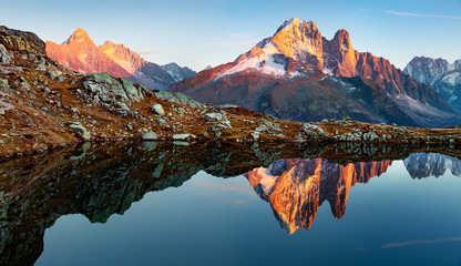 Photo sur Aluminium Bleu vert Superb evening view of Chesery lake with Mount Blanc on background, Chamonix location. Amazing autumn sunset in Vallon de Berard Nature Preserve, Alps, France, Europe.