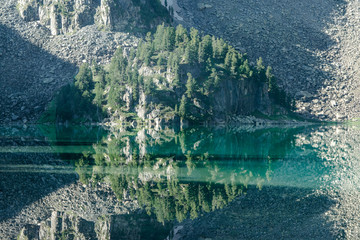 Wall Mural - Wild russian nature. Beautiful landscape with emerald lake in the mountains. Krepkoe Lake with clear turquoise water. Traveling in the Altai Republic. Tourism in Russia. Siberian reserve.