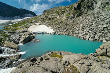 Wall Mural - Wild russian nature. Beautiful landscape with emerald lake in the mountains. Lake with clear turquoise water. Traveling in the Altai Republic. Tourism in Russia. Siberian reserve. Melting glacier.