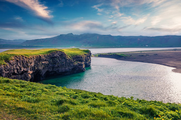 Photo sur Aluminium Cote Impressive summer view of Dyrholaey Nature Reserve. Splendid morning view of south coast of Iceland, Europe. Beauty of nature concept background.