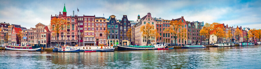 Photo sur Aluminium Amsterdam Panoramic autumn view of Amsterdam city. Famous Dutch channels and great cityscape. Colorful morning scene of Netherlands, Europe. Traveling concept background.