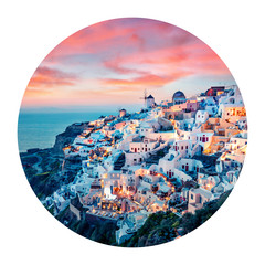 Photo sur Aluminium Santorini Round icon of cityscape. Impressive evening view of Santorini island. Picturesque spring sunset on the famous Greek resort Oia, Greece, Europe. Photography in a circle.
