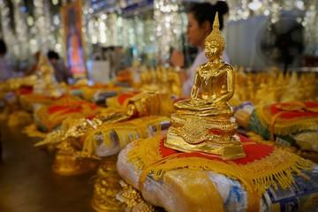 Papiers peints Moyen-Orient statue in thai temple