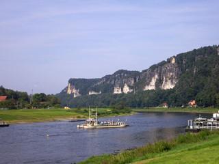 Basteifelsen und Elbe