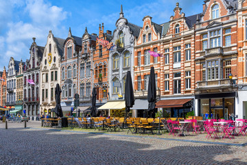 Fotomurales - Old street with tables of cafe in Mechelen, Belgium. Mechelen is a city and municipality in the province of Antwerp, Flanders, Belgium.