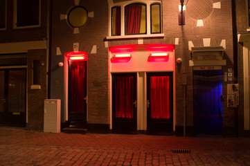 Poster Amsterdam Windows in the red light district of Amsterdam at night