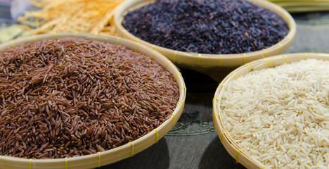 Brauner, schwarzer, weißer Reis