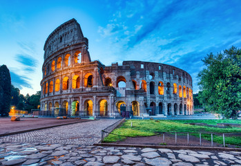 Papiers peints Rome Illuminated Colosseum at Dusk, Rome