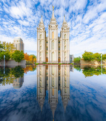Fotobehang Bedehuis Classic panoramic view of famous Salt Lake Temple of The Church of Jesus Christ of Latter-day Saints on Temple Square with beautiful reflections on a sunny day in autumn, Salt Lake City, Utah, USA