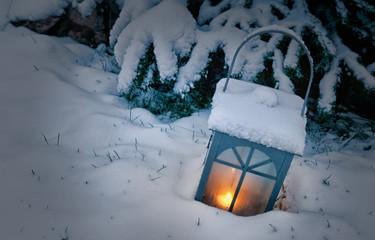 Licht im Winter im Schnee