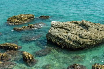 Felsen in der Bucht vom Nerja