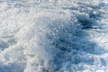 フェリーの波