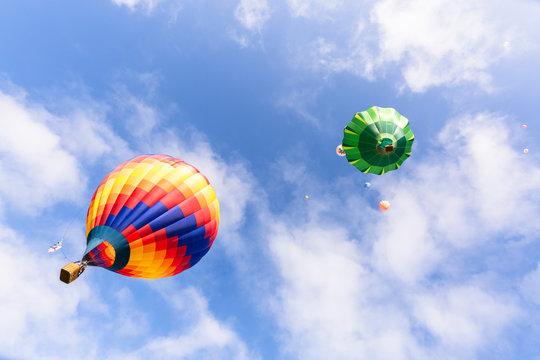 Sˆll, Tirol, Austria: Hot-air balloons starting in Sˆll for the 26th international Libro Balloon Cup in Tirol.