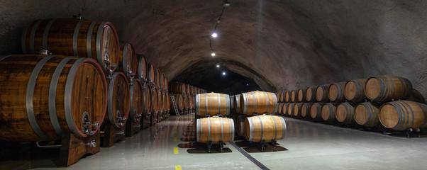 Fotorollo Wein wine barrels in cellar