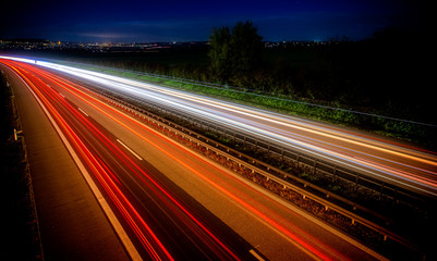 Papiers peints Autoroute nuit traffic on highway at night