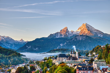 Photo sur Plexiglas Alpes The city of Berchtesgaden and Mount Watzmann in the Bavarian Alps