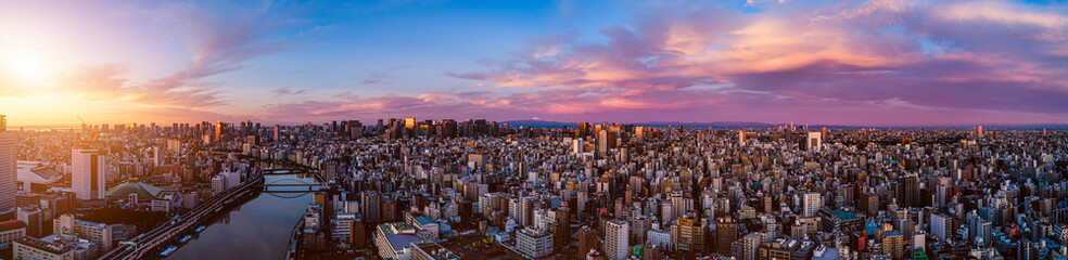 Zelfklevend Fotobehang Ochtendgloren Panorama of central of Tokyo at dawn, Japan