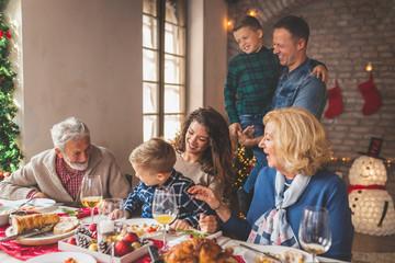 Family having Christmas dinner Fototapete