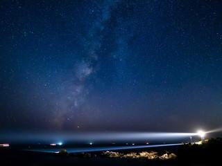 潮岬灯台と天の川(横)