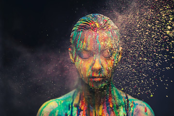 Photo sur Aluminium Body Paint Young woman covered with a colourful paint