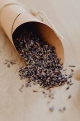 Keuken foto achterwand Lavendel Jeter de lavande sur les mariés