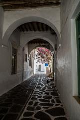 Keuken foto achterwand Oud Ziekenhuis Beelitz Traditional small alleys at Parikia the port of Paros island, in Cyclades, Greece