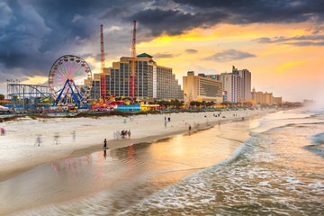 Fotomurales - Daytona Beach, Florida, USA beachfront skyline.